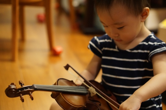 Hana-playing with the violin