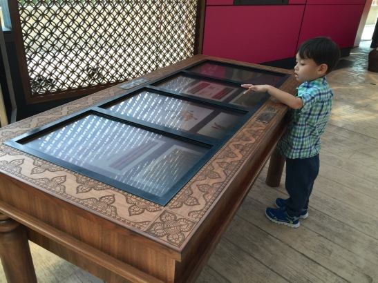 3- touch screen-table